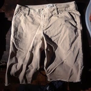 Old navy khaki bermuda shorts sz 4